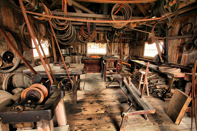 The primary purpose of this building was to make wooden sail rings which connect the sails to the masts. Some are hanging from the ceiling.