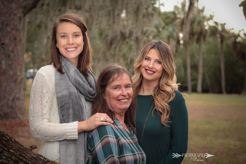 Family-Christmas-Photo-Neutral-Colors-Downtown-Tampa-Photography-By-Laina-4.jpg