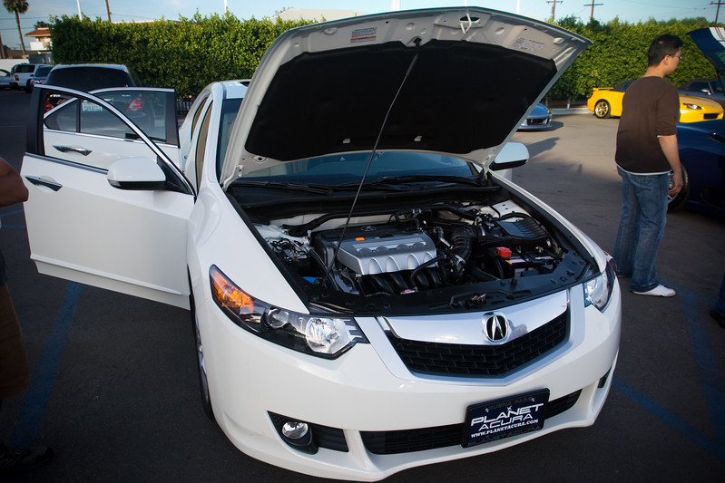 We may not be big fans of the new TSX's grille, but its 200+HP 2.4L inline 4 could win us over