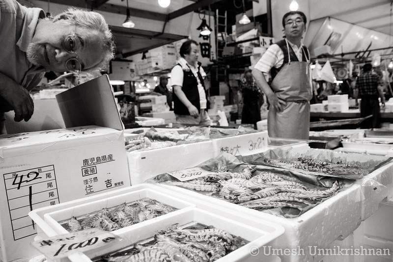 Tsukiji Fish Market 014-2.jpg