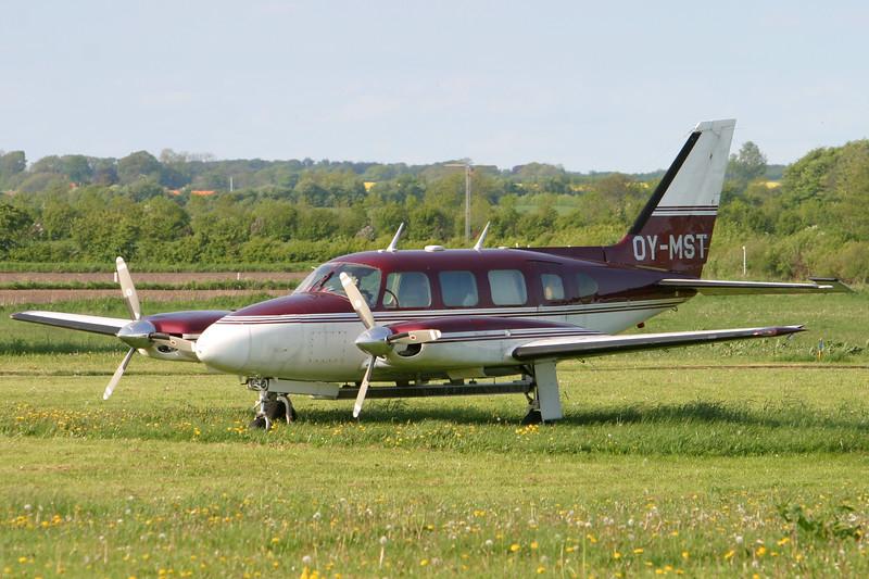 OY-MST-PiperPA-31-310NavajoB-Private-EKVD-2004-05-17-IMG_4474-DanishAviationPhoto.jpg