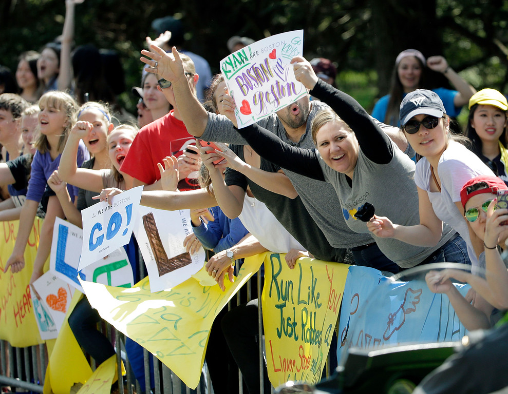 . Fans cheer as runners pass Wellesley College during the 120th Boston Marathon on Monday, April 18, 2016, in Wellesley, Mass. (AP Photo/Steven Senne)