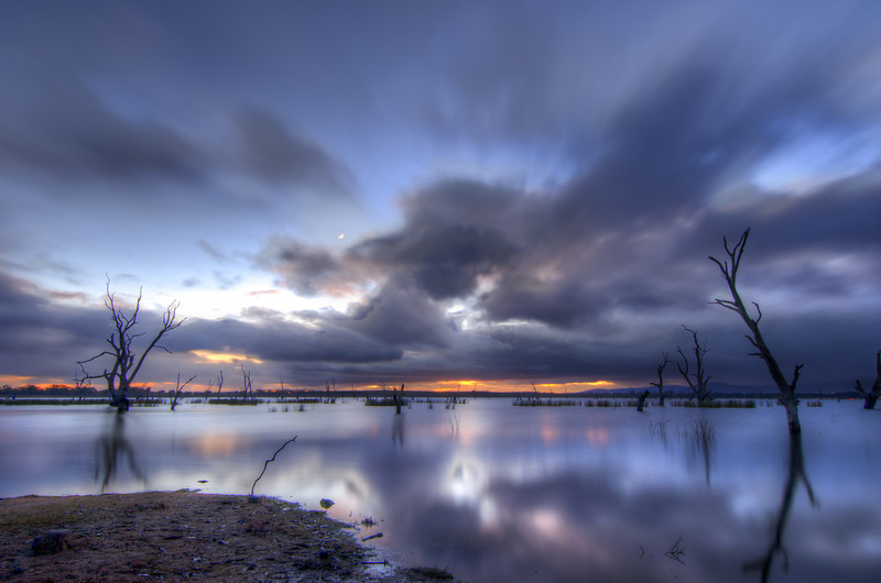 Stormy early morning at Lake Fyans