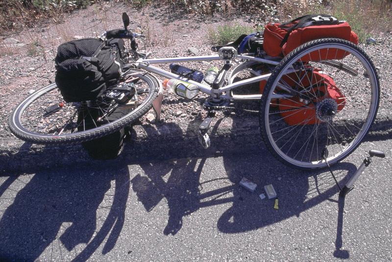<html><span class=fre>Réparer une crevaison sur la route</span> <span class=eng>Fixing a flat tire on highway</span> </html>170