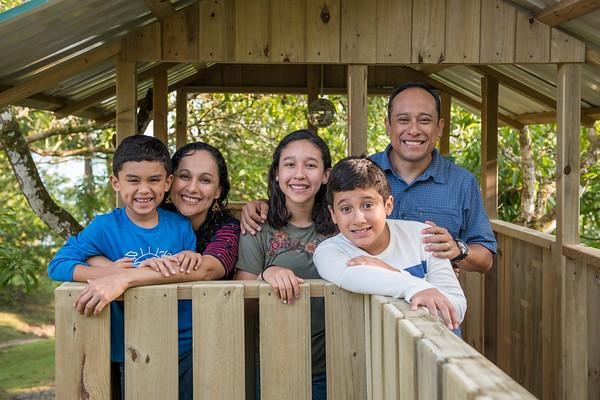 Familia Vasquez y Alfiler
