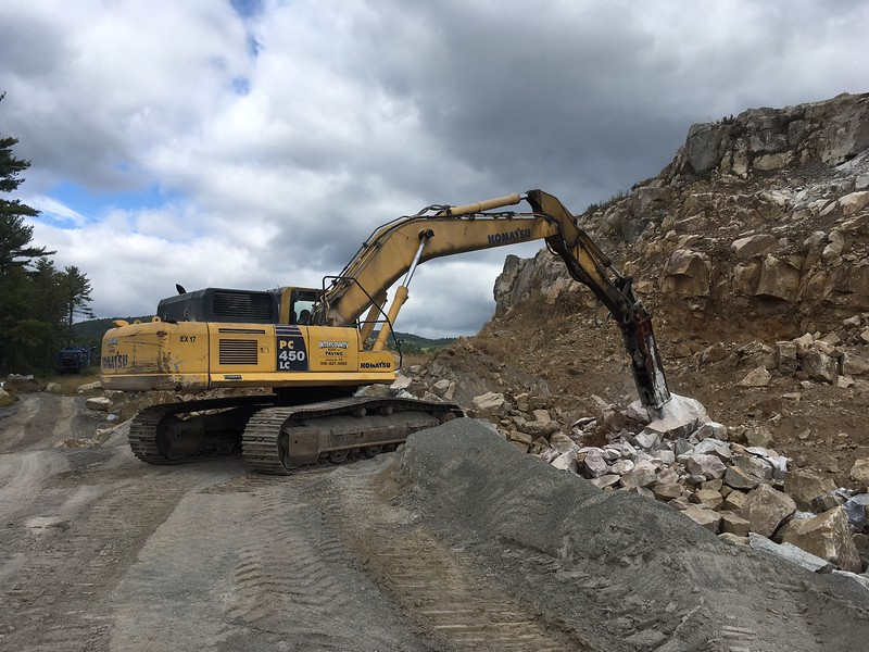 NPK GH18 hydraulic hammer on Komatsu PC450LC excavator (3).JPG