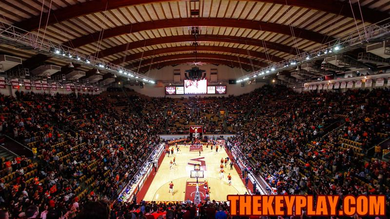 Cassell Coliseum rapidly fills up before the opening tip off of Virginia Tech vs #2 UVa. (Mark Umansky/TheKeyPlay.com)