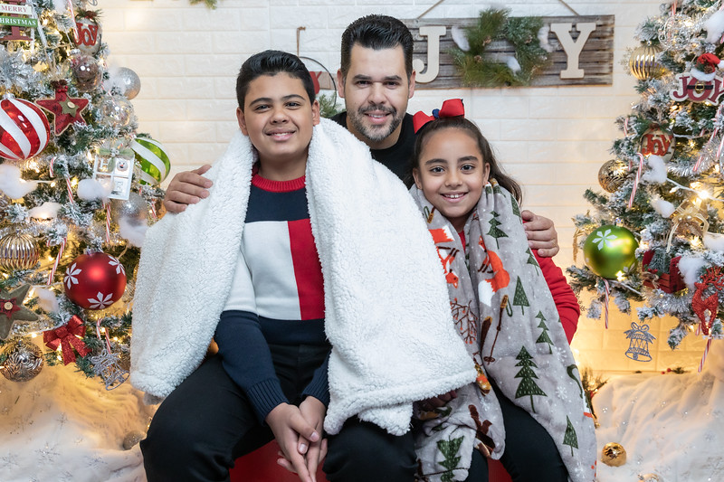 12.18.19 - Vick's Christmas Photo Session 2019 - -1.jpg