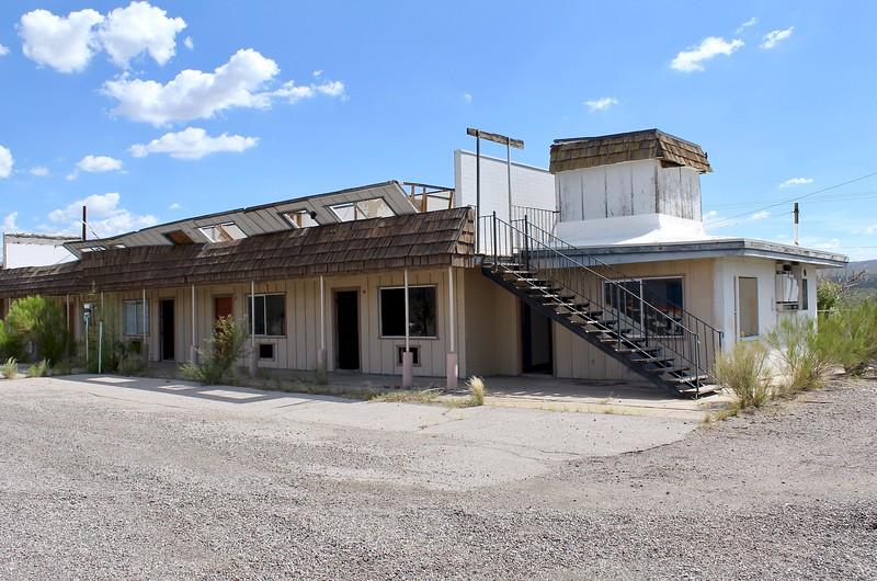 Derelict motel on Highway 177 (2018)