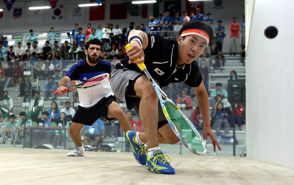 . Lee Sheung Joon of South Korea and Ammar Altamiini of Kuwait compete in the Men\'s Team Match at Yeorumul Squash Center during day four of the 2014 Asian Games on September 23, 2014 in Incheon, South Korea.  (Photo by Stanley Chou/Getty Images)