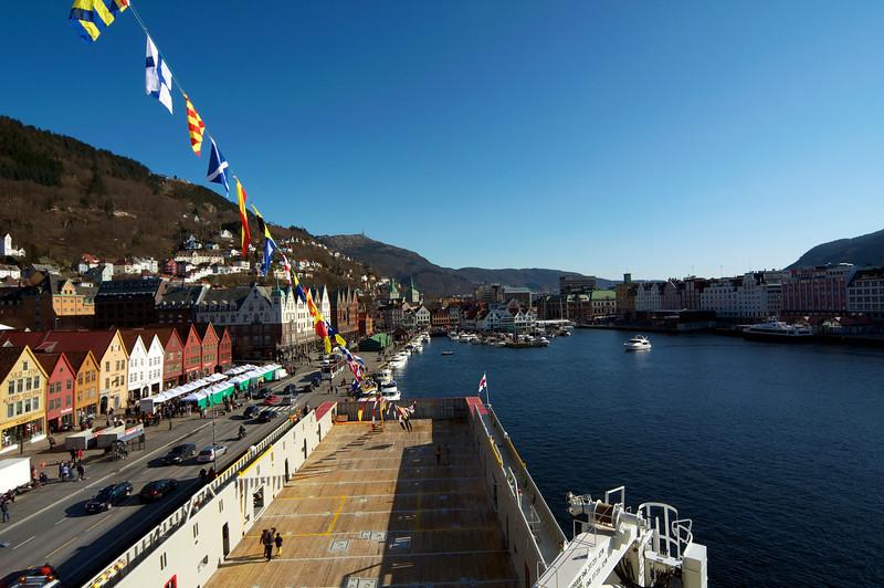 Bryggen i Bergen, sett frå Brua på ein Supley båt...jpg