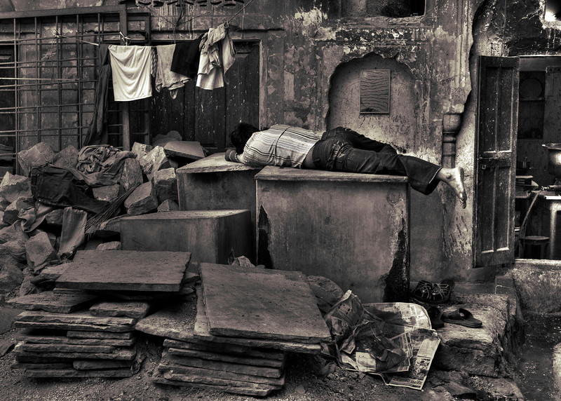 Worker sleeps at his place of work. Jaipur.