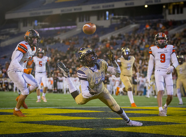 2A Football State Finals: Potomac vs. Middletown