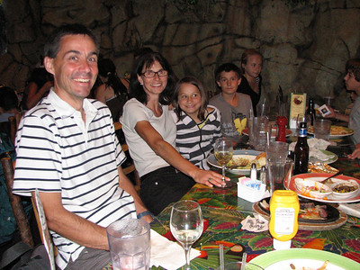 Rainforest Cafe with Irene & Urs Knecht and family