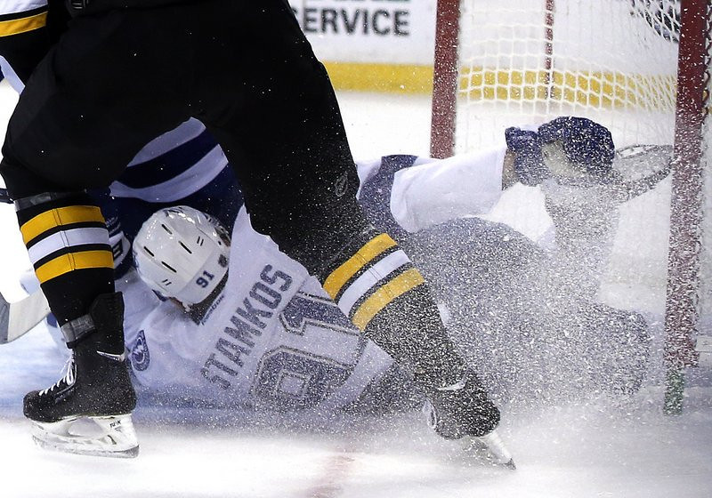 """. <p>4. STEVEN STAMKOS <p>We�re pretty sure the leg isn�t supposed to bend like that. (unranked) <p><b><a href=\'http://www.cbssports.com/nhl/eye-on-hockey/24219305/steven-stamkos-suffers-leg-injury-in-collision-with-net-leaves-on-stretcher\' target=\""""_blank\""""> HUH?</a></b> <p>    (AP Photo/Elise Amendola)"""