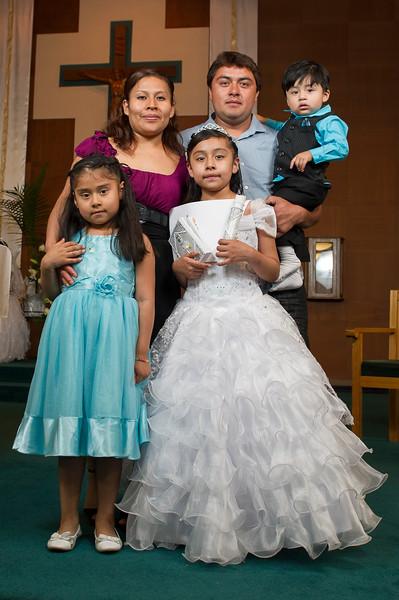 Communion Hispanic-9205-30 4X6 - 2.JPG