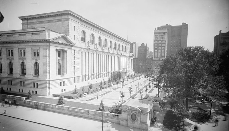 New York Public Library West Court - 1910-1.jpg