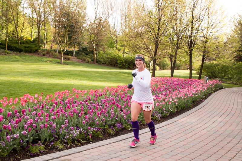TulipFestHalfMarathon_Runners_Gardens_2015_IMG_5164.jpg