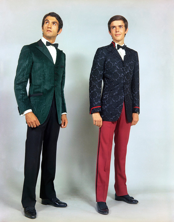 . Two dinner jackets for men by the Angelo Litrico home of Rome in 1968, both single-breasted, one of emerald green noire velvet, with black pants, the other of damask and worn with red Gabardine pants. (AP Photo/Mario Torrisi)