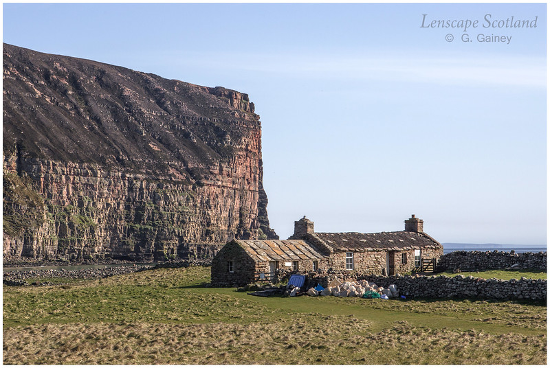 Burnmouth bothy, Rackwick Bay (1)