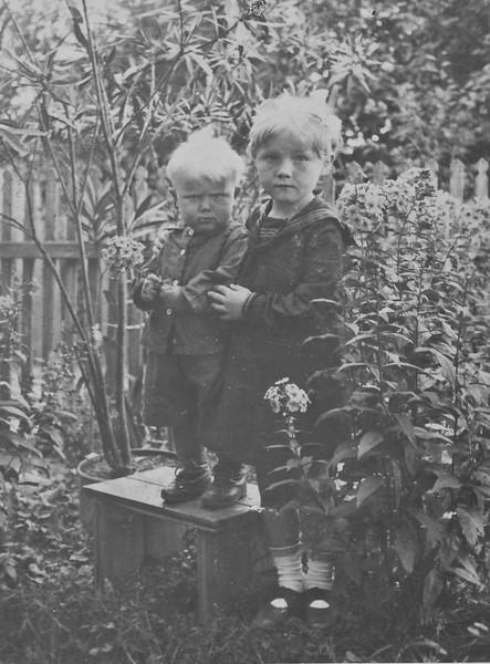 Lydia and Alex Todositchuk 1939, Podwolochisk, Poland