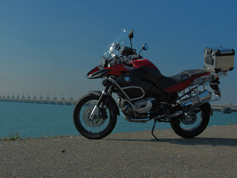 Tom's R1200GSA - photo taken in Holland with the sea defences in the background. 'Tomini'  http://forum.bmw-mc-vl.be