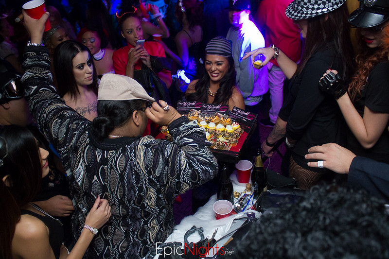 103013 Halloween Suite Party-7128.jpg