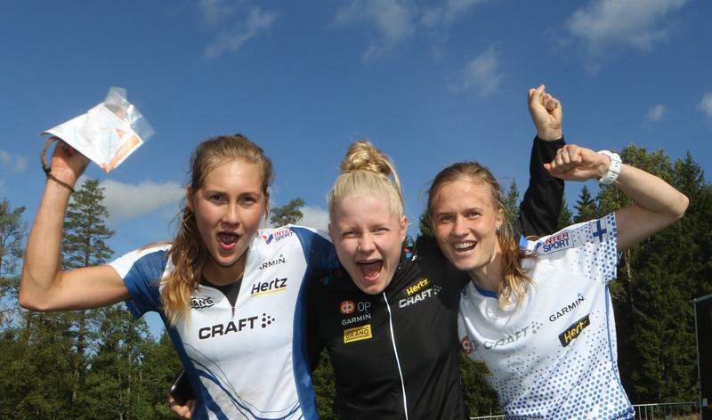 Henna-Riikka Haikonen (vas.), Lotta Karhola ja Sari Anttonen, maailmancupin viestin 3.