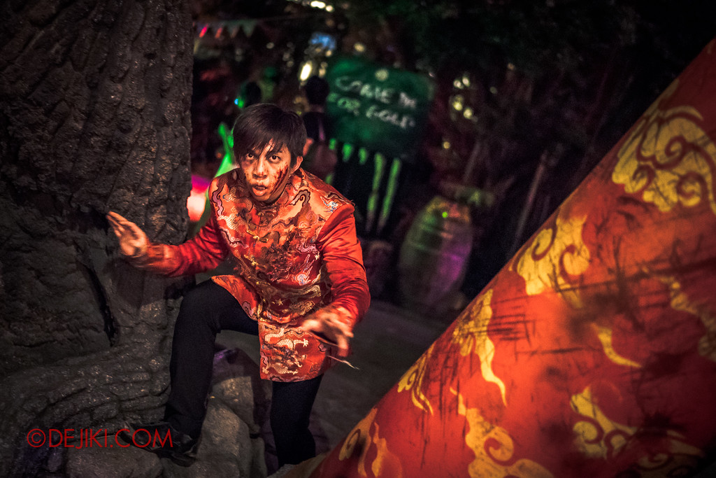 Halloween Horror Nights 7 - Happy Horror Days scare zone / Chinese New Year Parkour boy