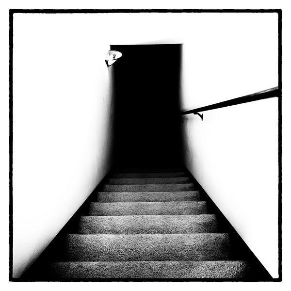 1-hi-contrast-Hallway-500CM.jpg