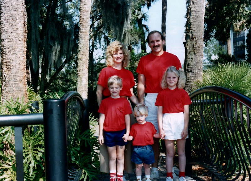 1989_December_Christmas_picture_sessions_in_orlando_0004_a.jpg
