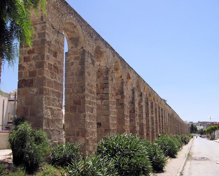 Tunis Aqueduct.jpg