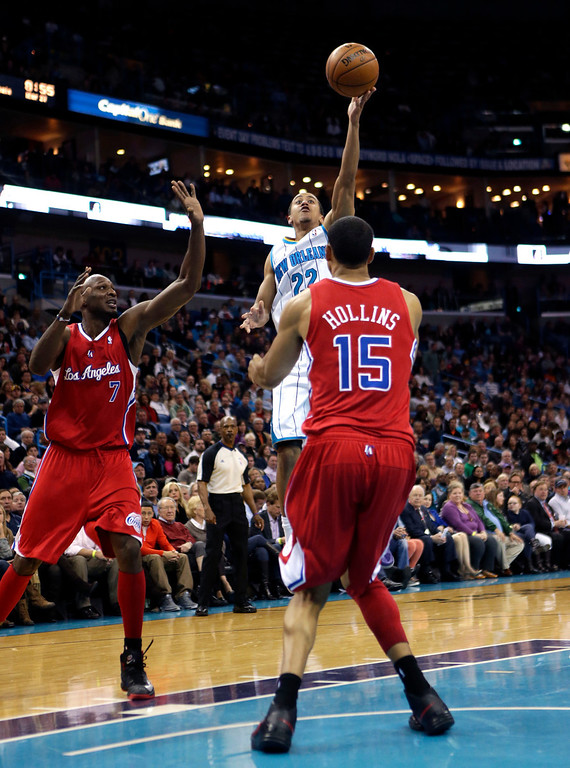 . Los Angeles Clippers small forward Matt Barnes (22) shoots over Los Angeles Clippers center Ryan Hollins (15) and power forward Lamar Odom (7) in the second half of an NBA basketball game in New Orleans, Wednesday, March 27, 2013.  (AP Photo/Gerald Herbert)
