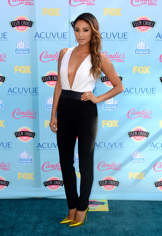 . Shay Mitchell arrives at the Teen Choice Awards at the Gibson Amphitheater on Sunday, Aug. 11, 2013, in Los Angeles. (Photo by Jordan Strauss/Invision/AP)