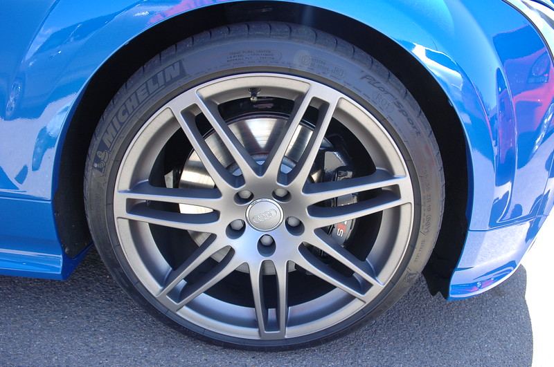 It was a tossup whether to go for replica of these rims or the ones I have .... Nice