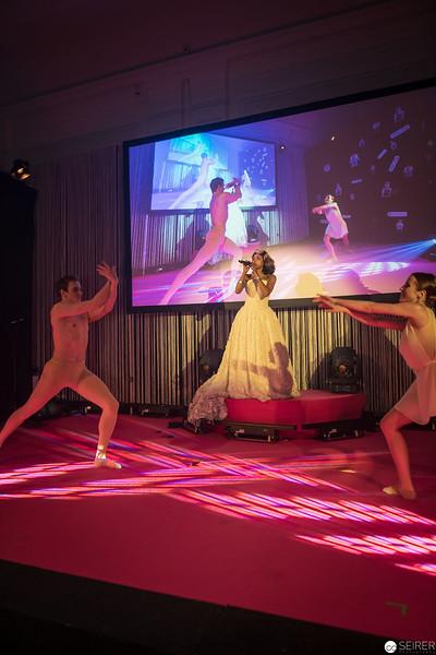 Tertia Botha, Anastasia Egorova und Daniel Greabu bei der Eröffnungsshow des Diversity Ball 2019