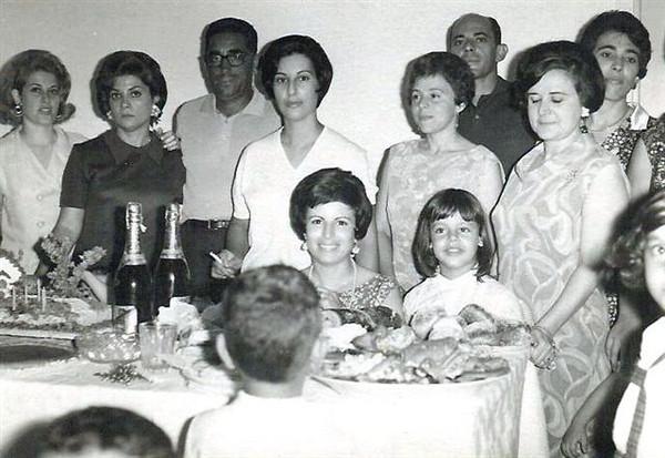 Casal Botelho, Helena Pereira e filha Nany, sra do Clemente, sra do Ramos, Crisália e marido Carlos Jorge (?), Elizabete Carmo
