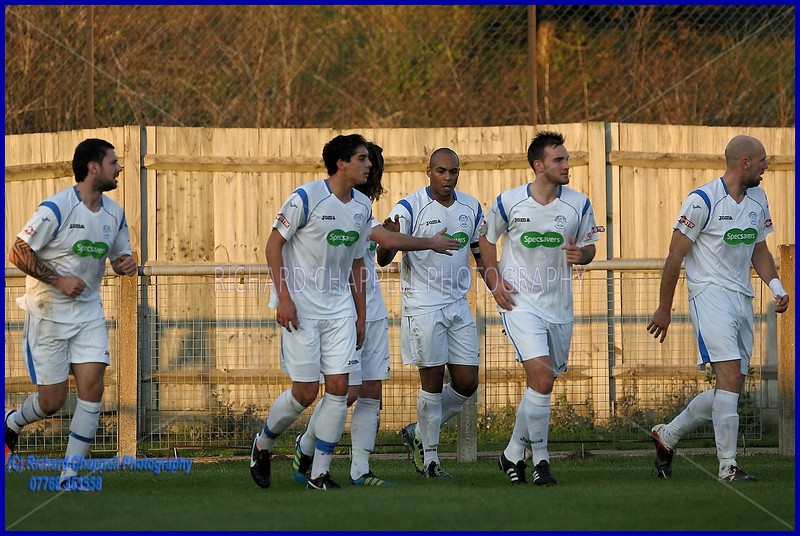 CHIPPENHAM TOWN V ARLESEY TOWN MATCH PICTURES
