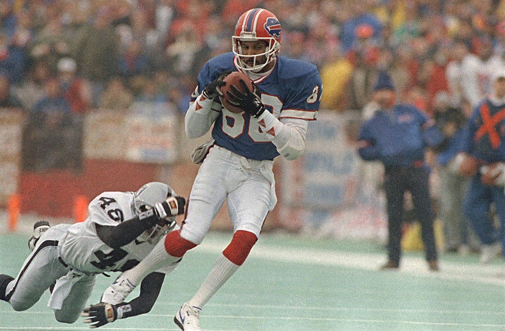 . The Buffalo Bills\' James Lofton pulls in a pass for extra yardage during the first quarter of the AFC Championship Game with the Los Angeles Raiders, Jan. 21, 1991.  The Raiders\' Lionel Washington hangs on.  (AP Photo/Mark Duncan)