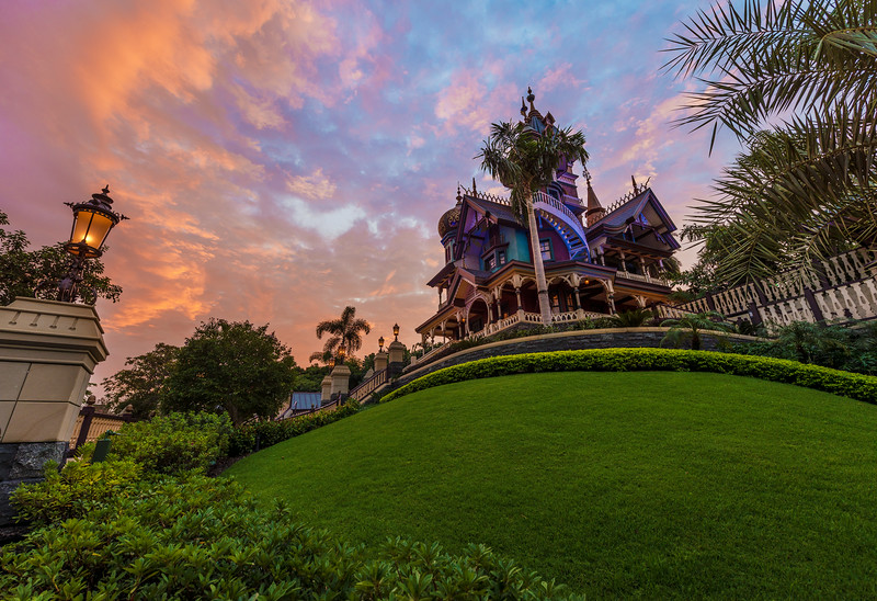 mystic-manor-sunrise-side-lawn.jpg