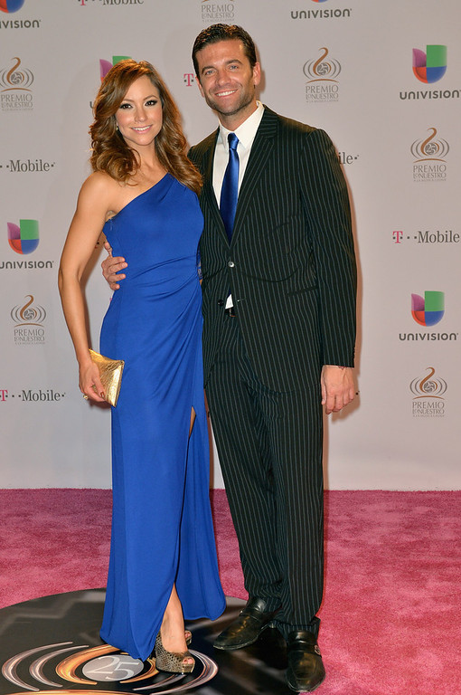". Satcha Pretto and Aaron Butler arrive at the 25th Anniversary Of Univision\'s ""Premio Lo Nuestro A La Musica Latina\"" on February 21, 2013 in Miami, Florida.  (Photo by Gustavo Caballero/Getty Images for Univision)"