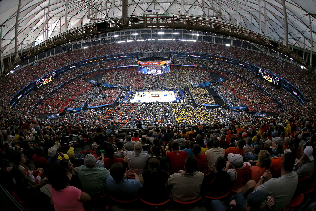 . ATLANTA, GA - APRIL 06:  A general view of play between the Louisville Cardinals and the Wichita State Shockers during the 2013 NCAA Men\'s Final Four Semifinal at the Georgia Dome on April 6, 2013 in Atlanta, Georgia.  (Photo by Streeter Lecka/Getty Images)
