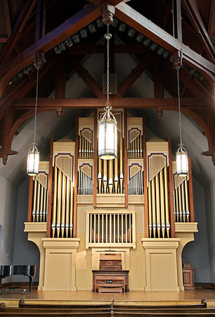 Organ in Newton Chapel