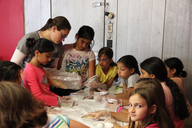 kars4kids_thezone_camp_girlsDivsion_activities_baking (88).JPG