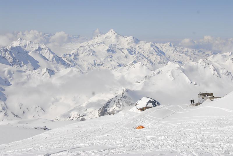 080502 1894 Russia - Mount Elbruce - Day 2 Trip to 15000 feet _E _I ~E ~L.JPG