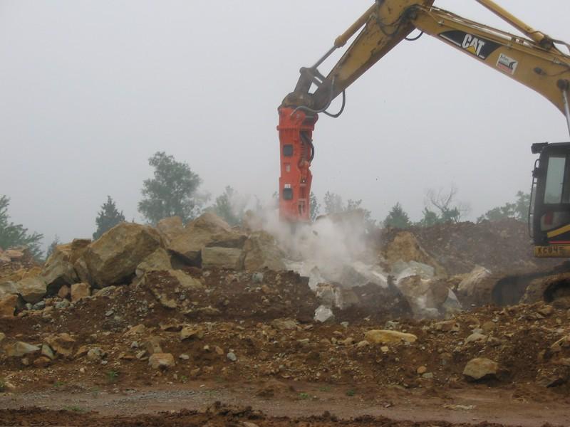 NPK GH9 hydraulic hammer on Cat excavator-site excavation (1).JPG