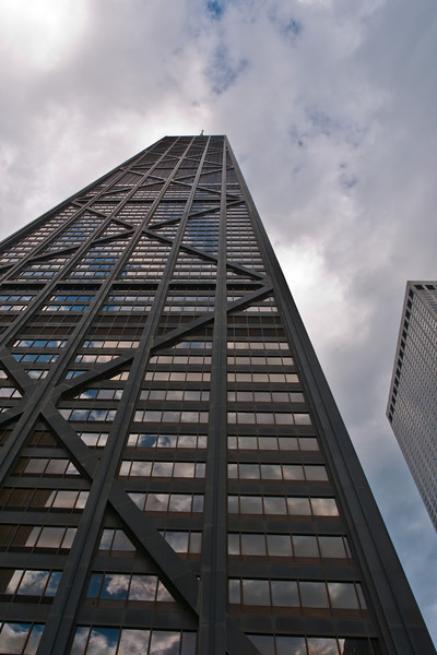 "I had to take one obligatory ""looking up the building"" photo.  I will have some photos taken from the 94th floor later."