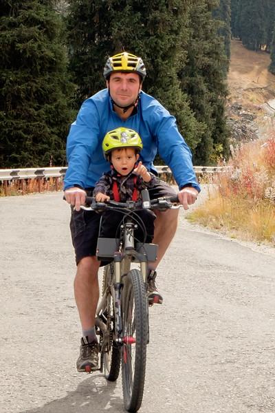 Na kole z Velkého almatinského jezera