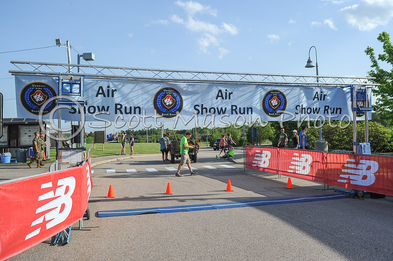 Quonset Airshow 4 Miler Start and Sub 35 Minute Runners