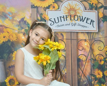 Kaitlyn Sunflower Field 2020
